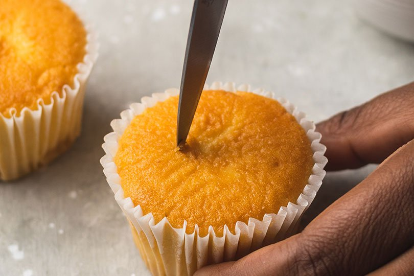how to cut a hole in a cupcake
